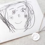娘さんが書いてくれたお気に入りの絵をペンダントに/momento製作事例