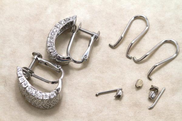 ピアスの金具部分を削り、ご希望のイヤリングパーツに変更