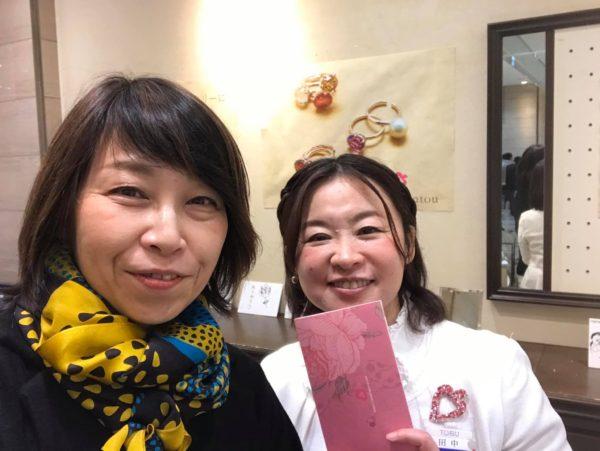 リンダさんと田中オリエ池袋東武で記念撮影